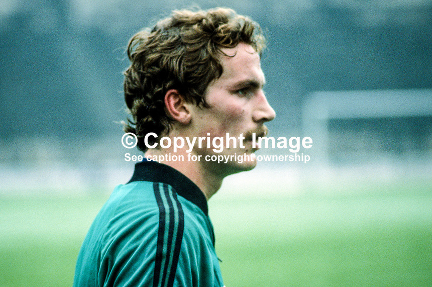 Billy Hamilton, footballer, Burnley FC & N Ireland, 198011000363d..Copyright Image from Victor Patterson, 54 Dorchester Park, Belfast, UK, BT9 6RJ..Tel: +44 28 9066 1296.Mob: +44 7802 353836.Voicemail +44 20 8816 7153.Skype: victorpattersonbelfast.Email: victorpatterson@mac.com.Email: victorpatterson@ireland.com (back-up)..IMPORTANT: If you wish to use this image or any other of my images please go to www.victorpatterson.com and click on the Terms & Conditions. Then contact me by email or phone with the reference number(s) of the image(s) concerned.