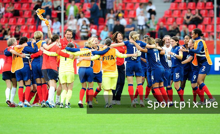Fifa Women's World Cup Germany 2011 : England - France - at Leverkusen : vreugdedansje na de winst door de Franse ploeg.foto DAVID CATRY / Vrouwenteam.be