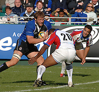 20,05/06 Powergen Cup Bath Rugby vs Bristol Rugby, Bath's Andy Beattie run's with the ball, at Jacob Rauluni. David Lemi [right]  Bath, ENGLAND, 01.10.2005   © Peter Spurrier/Intersport Images - email images@intersport-images..