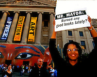 """Protesters support the Brooklyn Museum and their right to show the controversial """"Sensation"""" Show on October 1, 1999. Over 9000 people visited the show on the opening day despite admonitions from Mayor Rudy Giuliani and religious leaders. (© Richard B. Levine)"""