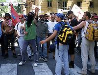21 LUG 2001 Genova: vertice G8, controvertice Genoa Social Forum, manifestazione il giorno dopo l'uccisione di Carlo Giuliani.JUL 21 2001 Genoa: G8 Summit, anti summit Genoa Social Forum, demonstration the day after the killing of CARLO GIULIANI.