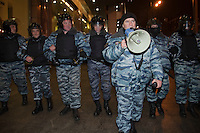 Moscow, Russia, 15/12//2010..Riot polcie clear the streets around Kievsky railway station, where police detained up 1,000 people during an operation to prevent ethnic riots. There were scuffles as hundreds of riot police were deployed to prevent clashes between Russian nationalists and traders from the Caucasus, many of whom work at a market near the station.