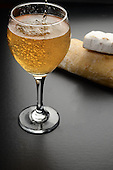 Sparkling white wine with bread and cheese