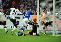FUSSBALL   1. BUNDESLIGA   SAISON 2011/2012    4. SPIELTAG FC Schalke 04 - Borussia Moenchengladbach             28.08.2011 Drinn: RAUL (2. v.l., Schalke) erzielt gegen die Gladbacher DANTE (li), Torwart Marc-Andre ter STEGEN (Mitte) und Roel BROUWERS (re, alle Moenchengladbach) das 1:0