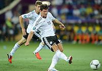 FUSSBALL  EUROPAMEISTERSCHAFT 2012   VORRUNDE Niederlande - Deutschland       13.06.2012 Mario Gomez (Deutschland)  erzielt das Tor zum 1:0