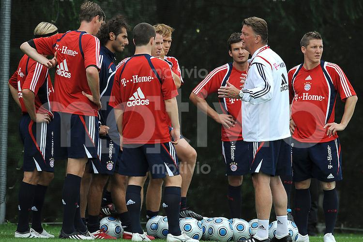 FUSSBALL     1. BUNDESLIGA     SAISON 2009/2010     17.07.2009 Trainingslager in Donaueschingen Training beim FC Bayern Muenchen  Trainer Louis van Gaal  ( FCB ) mit dem Team