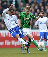 FUSSBALL   1. BUNDESLIGA   SAISON 2012/2013    28. SPIELTAG SV Werder Bremen - FC Schalke 04                          06.04.2013 Joel Matip (li, FC Schalke 04) gegen Kevin De Bruyne (re, SV Werder Bremen)