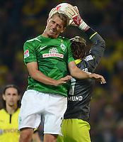 FUSSBALL   1. BUNDESLIGA   SAISON 2012/2013   1. SPIELTAG Borussia Dortmund - SV Werder Bremen                  24.08.2012      Nils Petersen (li, SV Werder Bremen) gegen Torwart Roman Weidenfeller (re, Borussia Dortmund)