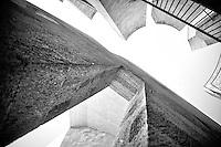 Mono architecture