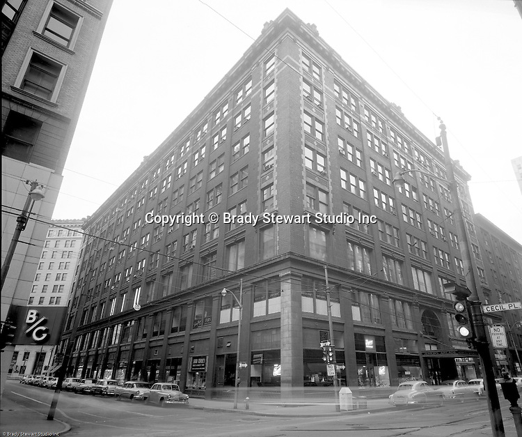 Pittsburgh PA:  View of the famous Jenkins Arcade Building from Penn Avenue and Cecil Place in Pittsburgh 1955. The Jenkins Arcade for the nation's first indoor shopping mall opened in 1911 and was demolished in 1984 to make room for a new skyscraper.
