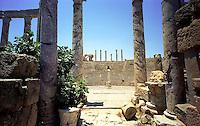 Libia, Leptis Magnia,  Il teatro antico terminato sotto l'impero di Tiberio (14-37 d.c.) visto dal proscenio.Considerato il più bel sito romano del Mediterraneo..Libya, Leptis Magna.Considered the best Roman site in the Mediterranean