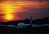Segelflug, Luftsport, Segelflugzeug ASK 13, Abendhimmel, Sonnenuntergang, Boberg