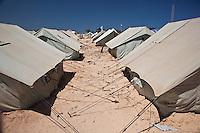 Tunisie RasDjir Camp UNHCR de refugies libyens a la frontiere entre Tunisie et Libye ....Tunisia Rasdjir UNHCR refugees camp  Tunisian and Libyan border   Campo profughi frontiera libica Tende Tents Campement