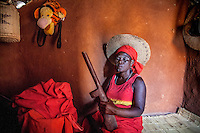 Witchdoctor Isabel Recibo (42) who is possessed by the spirit of her ancestor Kalmangira, who was killed during Mozambican civil war.