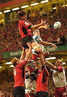 Cardiff, WALES.  Munster's, Donncha O'Callaghan, collects the line out ball during the  2006 Heineken Cup Final,  at the  Millennium Stadium,  between, Biarritz Olympique and Munster Rugby,  20.05.2006. © Peter Spurrier/Intersport-images.com,  / Mobile +44 [0] 7973 819 551 / email images@intersport-images.com.   [Mandatory Credit, Peter Spurier/ Intersport Images]..