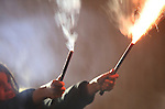 Foto: VidiPhoto<br /> <br /> VALBURG - Het afsteken van vuurwerk op Oudjaarsavond blijft onverminderd populair onder jongeren. Wel wordt het aandeel knalvuurwerk steeds kleiner. Dit jaar nog geen 5 procent van het totaal. Vuurwerkliefhebbers hebben dit jaar voor 65 miljoen aan vuurwerk de lucht in geschoten. Doordat het helder en droog weer was, gingen feestvierders langer door met knallen en bleef men ook langer buiten dan tijdens de jaarwisseling 2013-2014.