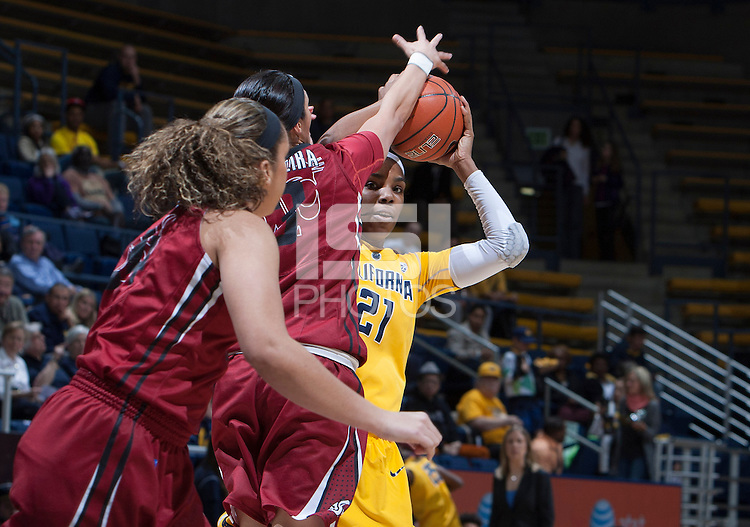 Reshanda Gray of California controls the ball during the game against Washington State at Haas Pavilion in Berkeley, California on February 27th, 2014.   California defeated Washington State, 75-68.
