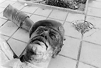 Iraq. On the border between Iraq and Jordan. A statue of Saddam Hussein, dressed as a high ranking military officer, was destroyed  by the coalition forces (US army). Saddam Hussein's head is on the ground. © 2003 Didier Ruef