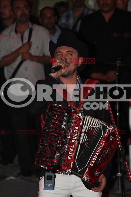 Presentaci&oacute;n de el cantante de m&uacute;sica popular norte&ntilde;a Fidel Rueda durante su concierto en el Palenque  de la Feria Internacional de Durango 2012.<br /> *Durango**29*Junio*2012*.<br /> (***Photo:&copy;*C.Marquez*NortePhoto.com**)<br /> *NORTEPHOTO.COM*<br /> **CREDITO*OBLIGATORIO** *No*Venta*A*Terceros* *No*Sale*So*third* *No*Se *Permite*Hacer*Archivo**