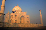 Asia, India, Uttar Pradesh, Agra. The majestic Taj Mahal.