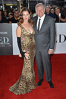 LOS ANGELES, CA. November 9, 2016: Director Robert Zemeckis &amp; wife at a special fan screening for &quot;Allied&quot; at the Regency Village Theatre, Westwood.<br /> Picture: Paul Smith/Featureflash/SilverHub 0208 004 5359/ 07711 972644 Editors@silverhubmedia.com