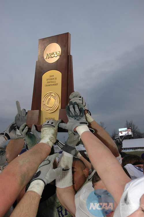 17 DEC 2005:  The 2005 Men's Division 3 Football Championship held in Salem, VA. Andres Alonso/NCAA Photos