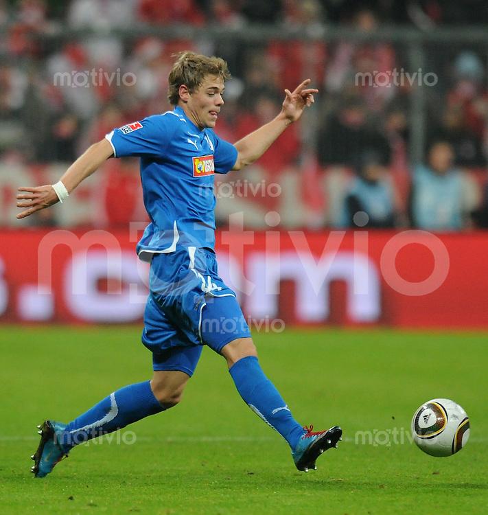Fussball 1. Bundesliga   Saison   2009/2010  18. Spieltag  15.01.2010 FC Bayern Muenchen  - 1899 Hoffenheim Boris Vukcevic (Hoffenheim) am Ball