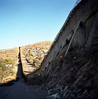 US- Mexico border fence in Nogales (US side).12/9/05.photos: Hector Emanuel