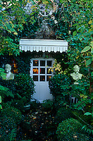 A pair of busts flank the entrance to this ivy-clad house