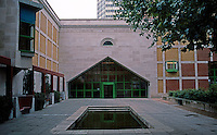James Stirling: Clore Gallery in Tate Gallery, London. 1987.  Photo '90.