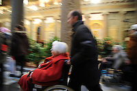 Pranzo di solidarieta' organizzato dalla comunità di Sant'Egidio per senzatetto, immigrati, zingari, anziani e famiglie. Al pranzo, nella Chiesa Santa Maria in Trastevere hanno partecipato circa 500 persone, assistite da volontari..Lunch solidarity 'organized by the Sant'Egidio community for the homeless, immigrants, gypsies, the elderly and families. At lunch, in the church Santa Maria in Trastevere attended by some 500 people, assisted by volunteers..