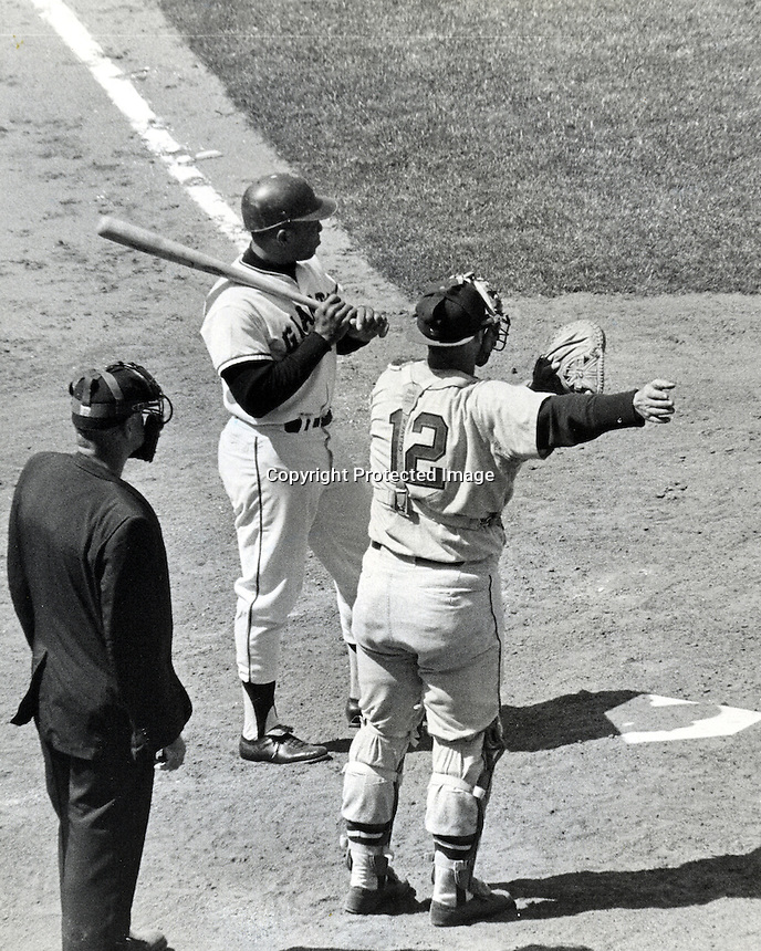 Willie Mays gets a intentional walk. (1965 photo/Ron Riesterer)