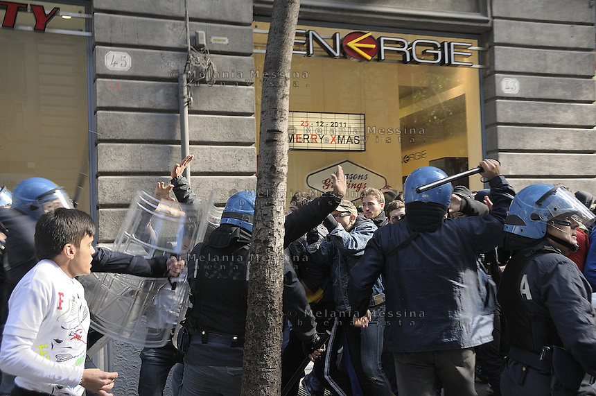 Palermo clashes between students and police during students day..Palermo, scontri tra studenti e forze dell'ordine durante la giornata dello studente