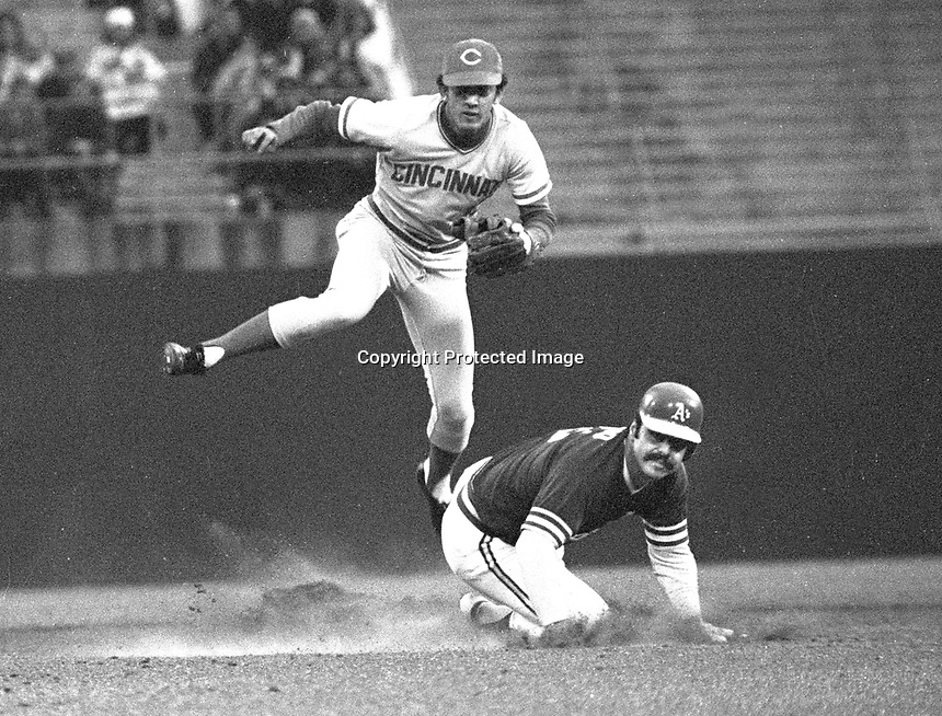 Oakland A's-Cincinnati Reds World Series, game 4,<br />A's Sal Bando out at 2nd base, Reds Dave Conception.<br />(1972 photo/Ron Riesterer)