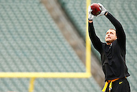 Heath Miller #83 of the Pittsburgh Steelers warms up prior to the game against the Cincinnati Bengals during the game at Paul Brown Stadium on December 12, 2015 in Cincinnati, Ohio. (Photo by Jared Wickerham/DKPittsburghSports)