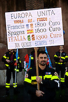 Roma 10 Novembre 2010.Manifestazione dei Vigili del Fuoco, aderenti al sindacato autonomo Conapo,  chiedono di incrementare le assunzioni, stabilizzare i precari e avere lo stesso trattamento degli altri corpi dello Stato..Rome November 10, 2010.Firefighters's  protest, members of the independent trade union Conapo, ask to increase the assumptions, to stabilize the precarious ones and to have the same treatment of the other bodies of the State.