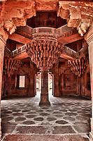 Fatehpur Sikri, Uttar Pradesh, India.  The Throne Pillar in the Diwan-i-Khas (Hall of Private Audience) or Emperor Jalal el-Din Akbar.