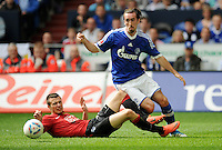 FUSSBALL   1. BUNDESLIGA   SAISON 2011/2012   33. SPIELTAG FC Schalke 04 - Hertha BSC Berlin                         28.04.2012 Nikita Rukavytsya  (li, Hertha BSC Berlin) gegen Christian Fuchs (re, FC Schalke 04)
