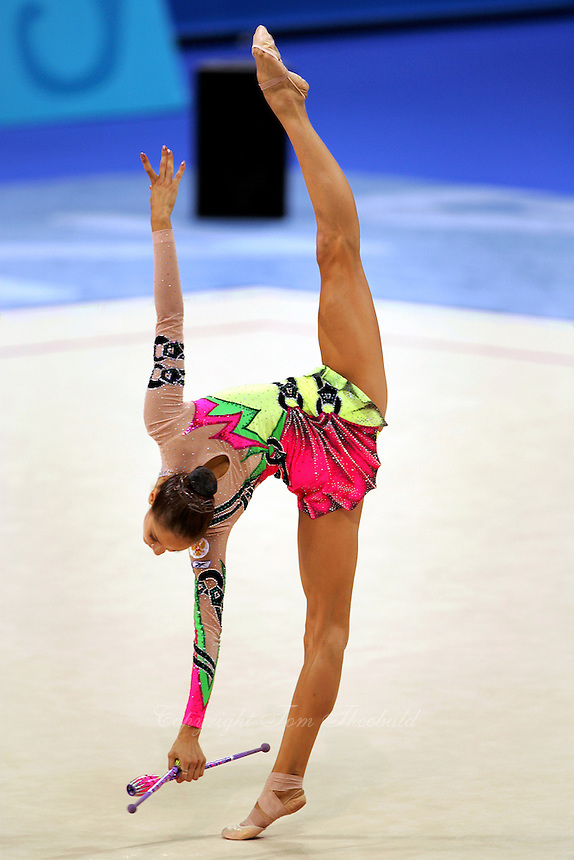 Irina Tchachina of Russia turns pivot (trunk in horizontal) with clubs at 2004 Athens Olympic Games during All-Around final on August 29, 2006 at Athens, Greece. Irina won silver in the All-Around final. (Photo by Tom Theobald)