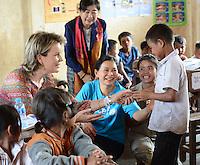 La Reine Mathilde de Belgique visite une &eacute;cole primaire au Laos, lors d'une mission de trois jours en tant que Pr&eacute;sidente d'Honneur d'Unicef Belgique. Mission dont le but d'accro&icirc;tre la sensibilisation en mati&egrave;re d'&eacute;ducation de qualit&eacute;, en mati&egrave;re de sant&eacute; y compris la sant&eacute; mentale, et sur les probl&eacute;matiques de survie et de la malnutrition des enfants.<br /> Laos, 22 f&eacute;vrier 2017.<br /> Queen Mathilde of Belgium pictured during a visit to the Doub Primary School Ta Oy, in Saravane, Laos, Wednesday 22 February 2017. Queen Mathilde, honorary President of Unicef Belgium, is on a four days mission in Laos