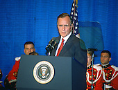 United States President George H.W. Bush speaks to interns at the Library of Congress in Washington, D.C. on June 29, 1989.<br /> Credit: Arnie Sachs / CNP