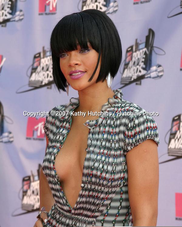 Rihanna.2007 MTV Movie Awards.Gibson Ampitheater.Universal Studios.Los ...: hutchinsphoto.photoshelter.com/image/I0000DM1va4zTBhI