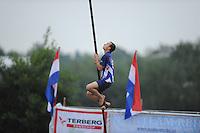 FIERLJEPPEN: POLSBROEKERDAM: 24-08-2013, NK Fierljeppen, Bobby Zwaagman, ©foto Martin de Jong