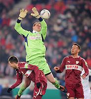 FUSSBALL   DFB POKAL   SAISON 2011/2012   VIERTELFINALE VfB Stuttgart - FC Bayern Muenchen                      08.02.2012 Manuel Neuer (Mitte, FC Bayern Muenchen) gegen Julian Schieber (re,VfB Stuttgart) und Vedat Ibisevic (li, VfB Stuttgart)