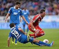 Fussball  1. Bundesliga  Saison 2013/2014   11. Spieltag  in Sinzheim TSG 1899 Hoffenheim - FC Bayern Muenchen    02.11.2013 David Abraham (li, TSG 1899 Hoffenheim) foult Mario Mandzukic (FC Bayern Muenchen)