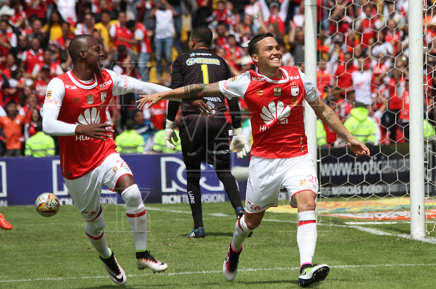 BOGOTÁ -COLOMBIA-17-ABRIL-2016. Luis Seijas de Independiente Santa Fe   celebra su gol contra  el Pasto durante partido por la fecha 13 de Liga Águila I 2016 jugado en el estadio Nemesio Camacho El Campin de Bogotá./ Luis Seijas of Independiente Santa Fe  celebrates his goal against of Pasto during the match for the date 13 of the Aguila League I 2016 played at Nemesio Camacho El Campin stadium in Bogota. Photo: VizzorImage / Felipe Caicedo / Staff