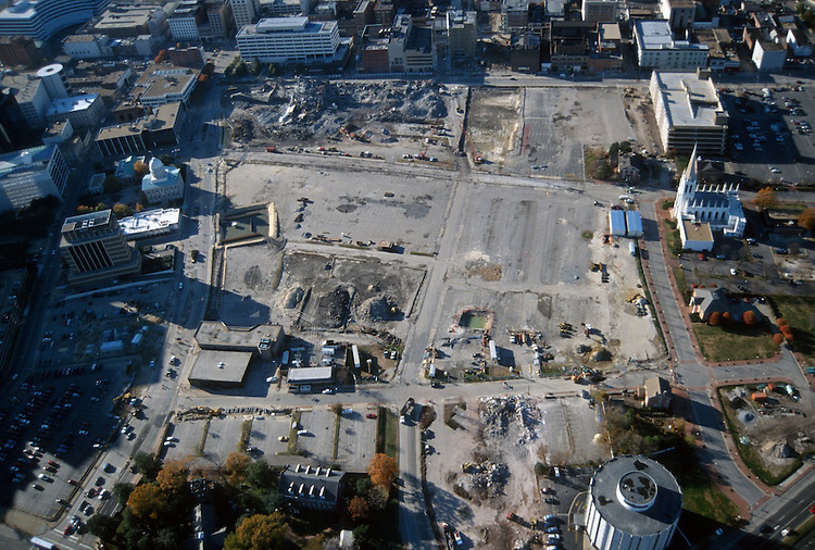 1996 November 29..Redevelopment..Macarthur Center.Downtown North (R-8)..LOOKING WEST...NEG#.NRHA#..