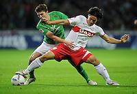 FUSSBALL   1. BUNDESLIGA   SAISON 2011/2012    14. SPIELTAG SV Werder Bremen - VfB Stuttgart       27.11.2011 Aleksandar IGNJOVSKI (li, Bremen) gegen Shinji OKAZAKI (re, Stuttgart)