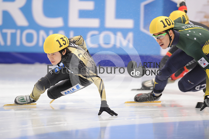 "SHORT TRACK: MOSCOW: Speed Skating Centre ""Krylatskoe"", 14-03-2015, ISU World Short Track Speed Skating Championships 2015, Ranking Races, Hiroki YOKOYAMA (#137 | JPN), Pierre BODA (#101 | AUS), ©photo Martin de Jong"