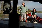 Colônia de pescadores Z24 - Lagoa Mirim. Comunidade de Santa Isabel, no município de Arroio Grande no Rio Grande do Sul. Cleci e Gaúcho voltam no final do dia depois de safarem suas redes na Lagoa das Vacas. Eles pescaram traíra, traírão, pintado, cascudão, jundiá e tambica.